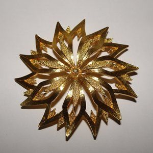 Vtg. Monet Gold Tone Poinsettia Floral Brooch Pin